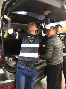 Changyi's engineer installs power tailgate