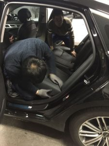 Changyi's engineer installs power liftgate